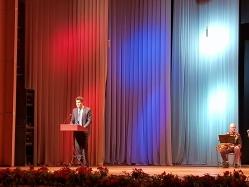 Евгений Куйвашев на торжественном собрании поздравил уральских медиков с профессиональным праздником