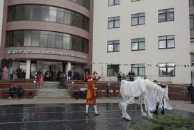 Для маленьких пациентов Центра онкологии и гематологии прошёл концерт, посвящённый Дню танца